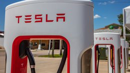 Tesla Unveils Strategic Battery Plans: What This Means for Our Pick of the Year